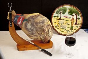 Smoked Ham, whole, with bone and board