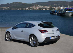 Opel Astra 3P 2012